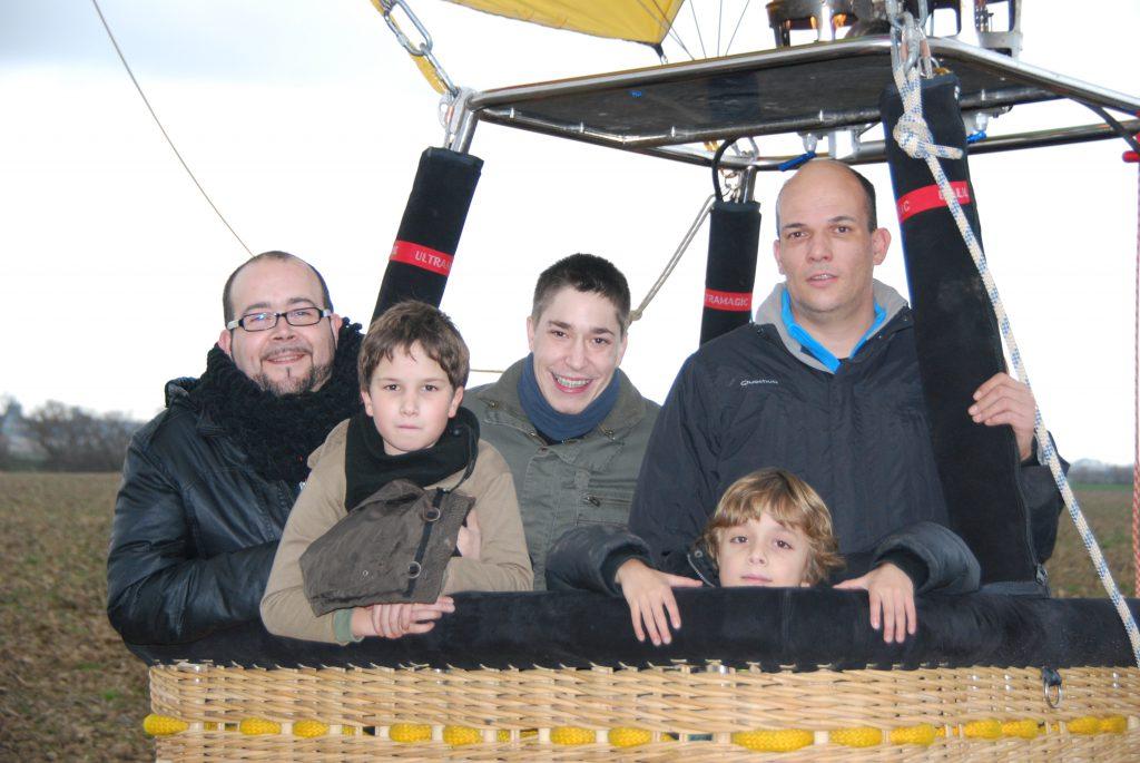 Airona- vol en globus amb nenes/s
